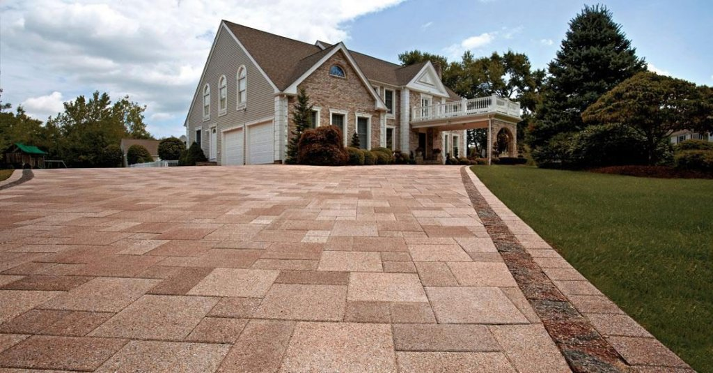 <p>A sophisticated paver with a high-performance surface made from a combination of granite and quartz aggregates.</p>