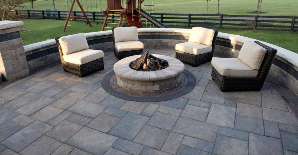 <p>Beacon Hill Flagstone has a very natural appearance and is ideal for almost any landscape project you can imagine.</p>