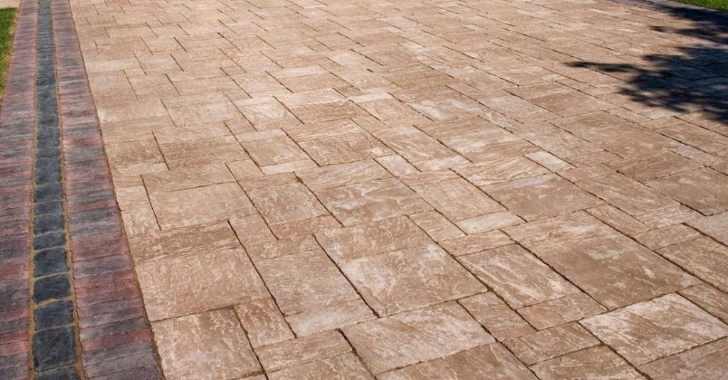 <p>Its natural look and rugged performance, is suitable for driveway projects as well as all your outdoor living areas.</p>